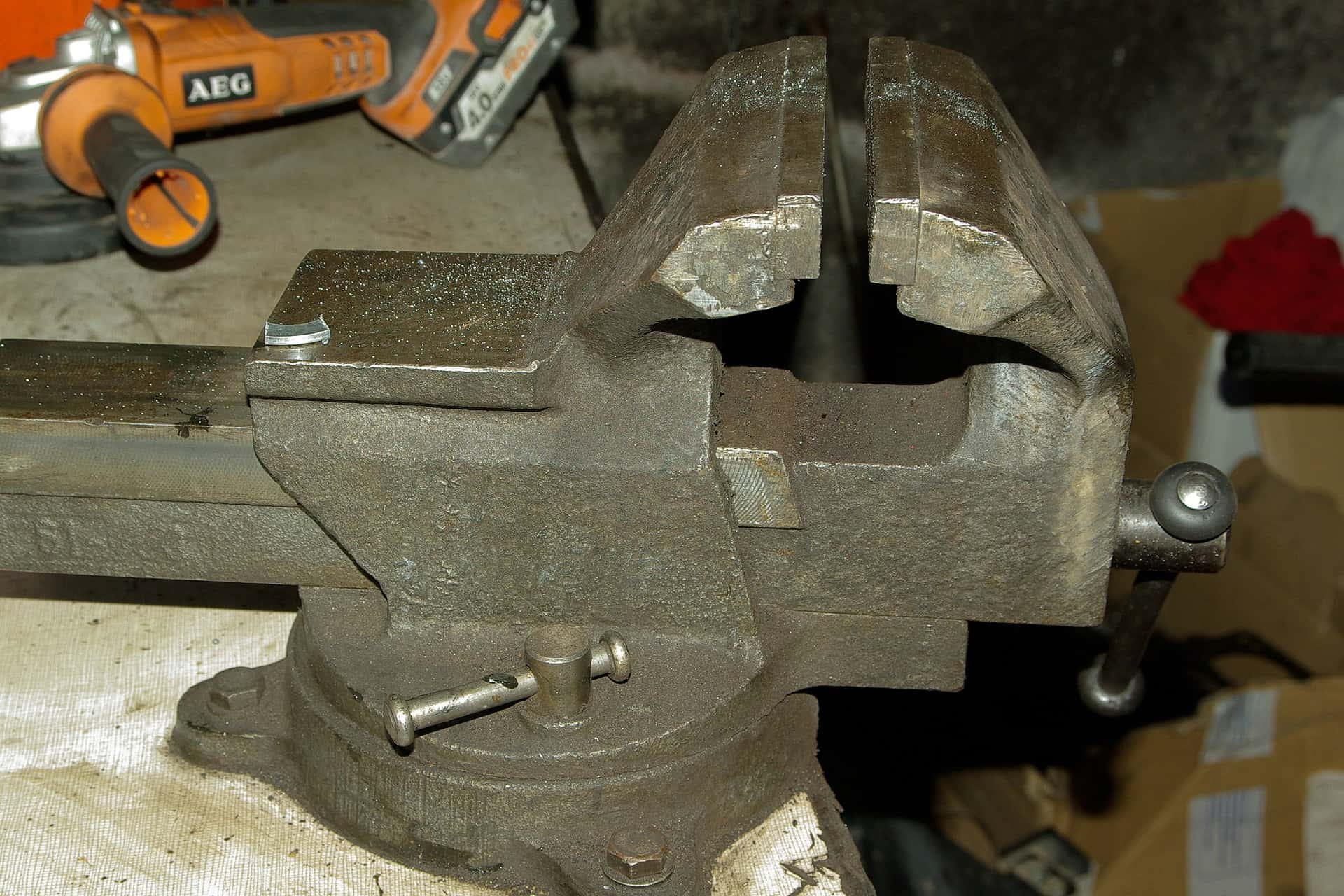 Woodworking Vise: A Complete Guide